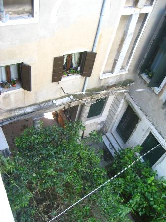 Ca' Riccio: courtyard below room #3