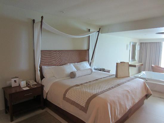 Sun Palace: Bed