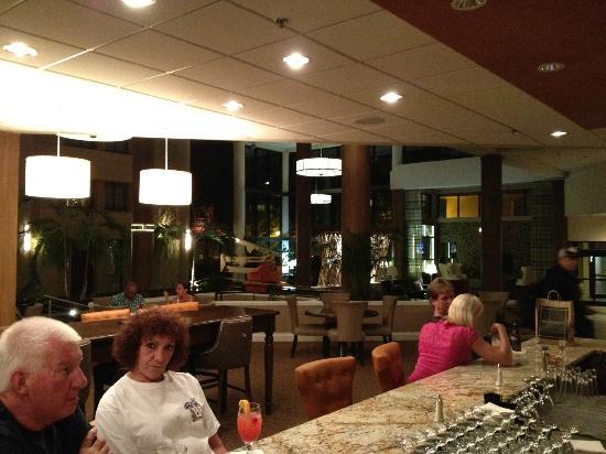 Sheraton Charlotte Airport Hotel: Lobby & Bar