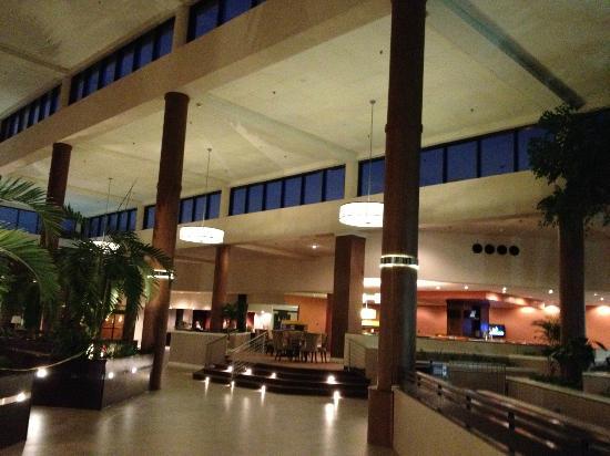 Sheraton Charlotte Airport Hotel: Lobby