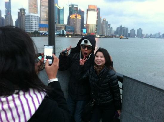 Sunny Tours Shanghai: with Filipine customers in the bund Shanghai