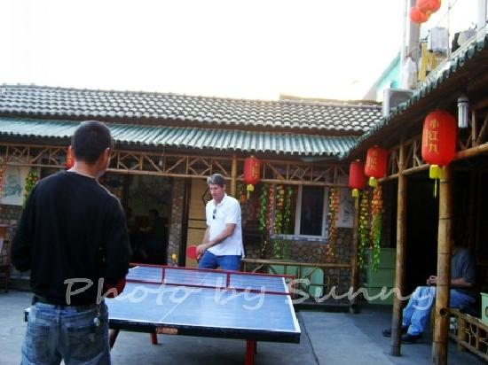 Sunny Tours Shanghai: Playing pingpong with the local