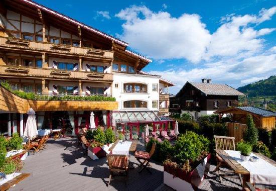 BEST WESTERN PREMIER Kaiserhof Kitzbühel: Terrace and Hotel