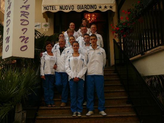 Hotel Nuovo Giardino: Entrata Hotel Tino, Anna e squadra.