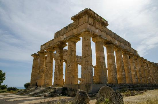 Marinella di Selinunte, Italy: Probably the first temple you'll see