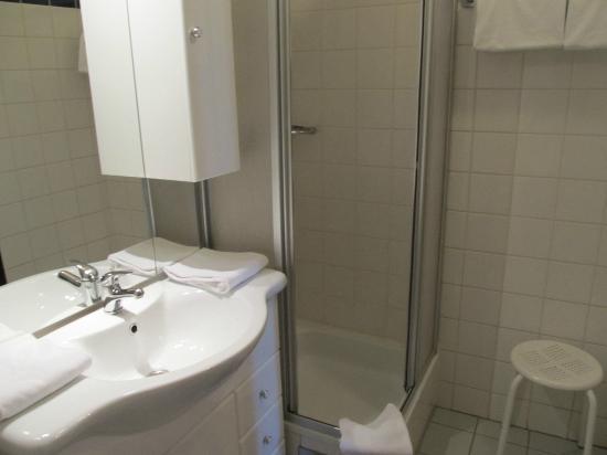 Hotel Drei Kronen: shower room