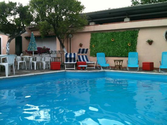 Easy Bed Hostel Pompei: Pool area