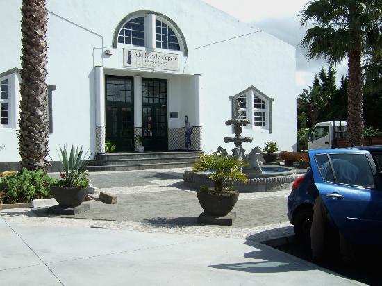 Fabrica de Licores Mulher de Capote: Ribeira Grande - Fabrica de Licores Eduardo Ferreira