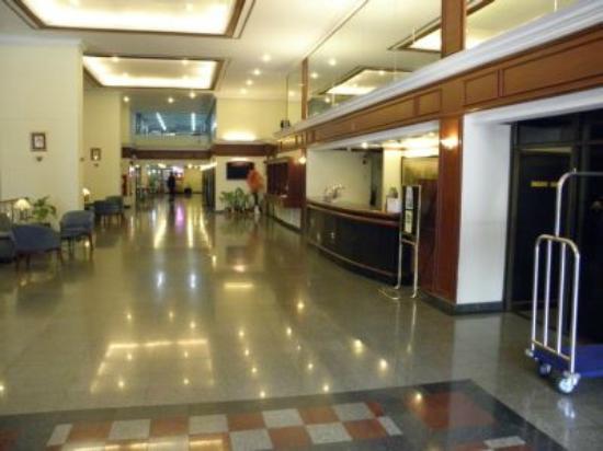 Omni Tower Sukhumvit Nana by Compass Hospitality: Lobby