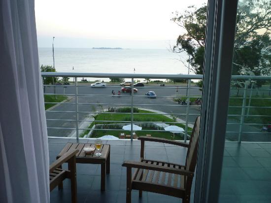 Costa Colonia Riverside Boutique Hotel: Hermoso atardecer en el balcon de la habitación para relajarse