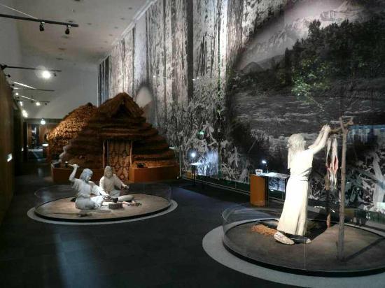 Asahikawa City Museum: ainu no mura