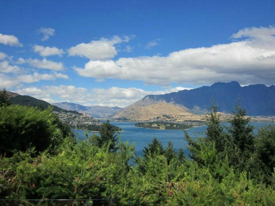 Azur: View towards Queenstown