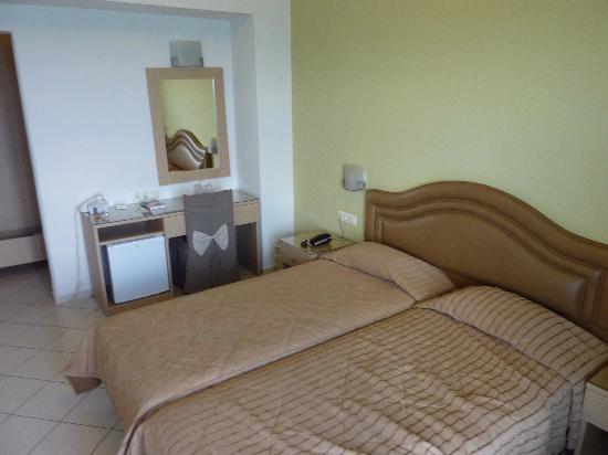 Kronos Hotel: Room