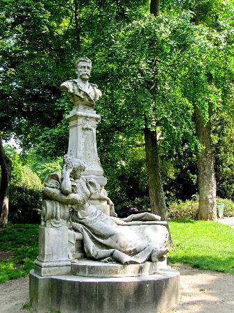 Parc Monceau : Denkmal Guy de Maupassant