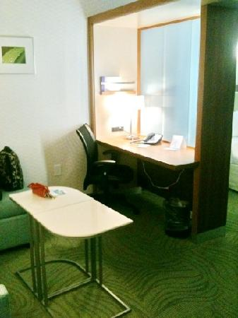 SpringHill Suites Durham Chapel Hill: The Desk with sliding doors to look into bedroom area