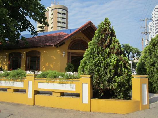 Hotel San Martin Cartagena: view of hotel from corner