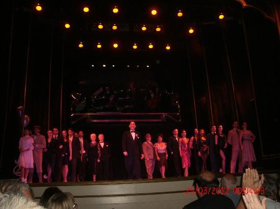 Esquina Carlos Gardel: 16-Esq C.Gardel: final del show y despedida
