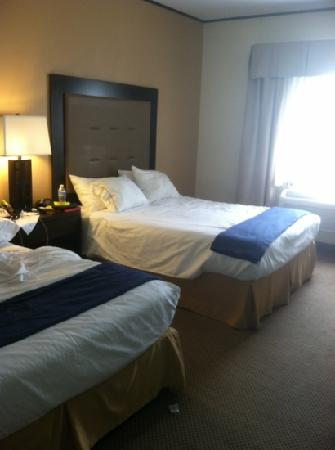 Holiday Inn Express Absecon - Atlantic City Area: we remade the bed for the pic
