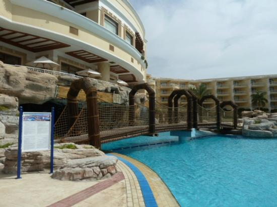Sentido Palm Royale Soma Bay: Pool bridge