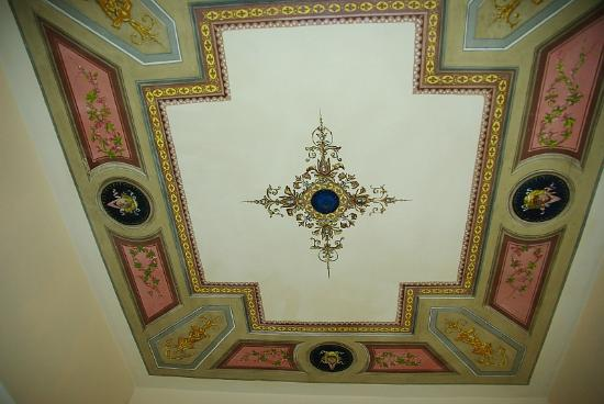 Hotel Filippo Roma: ceiling decoration