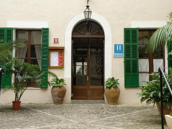 Hotel El Guia: Front door