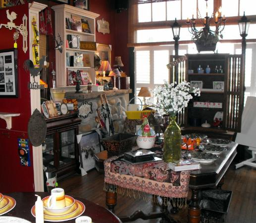 Delia, Canada : Gift shop -- lots of treasures