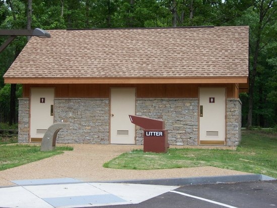 Natchez Trace Parkway : Restroom stop on the Trace