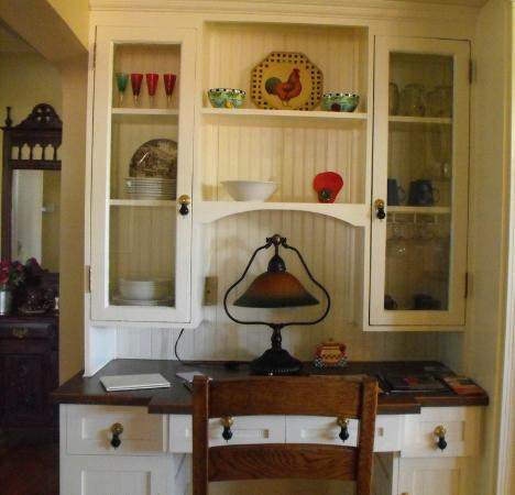Enchanted Cottage: Lovely little hutch