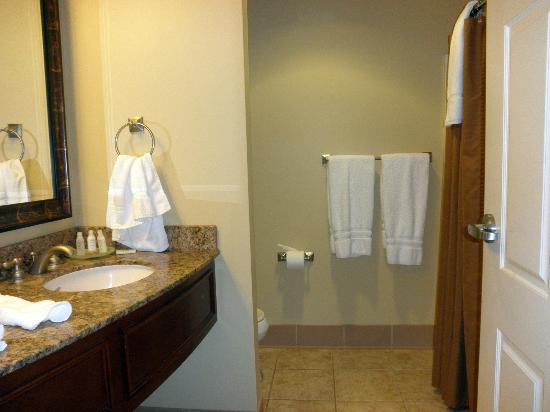 Jefferson Street Inn: clean and roomy bath