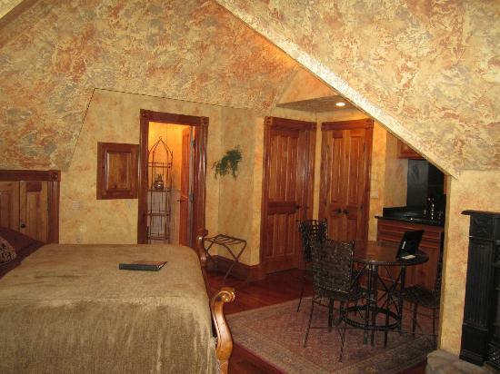 Landoll's Mohican Castle: Miller Suite