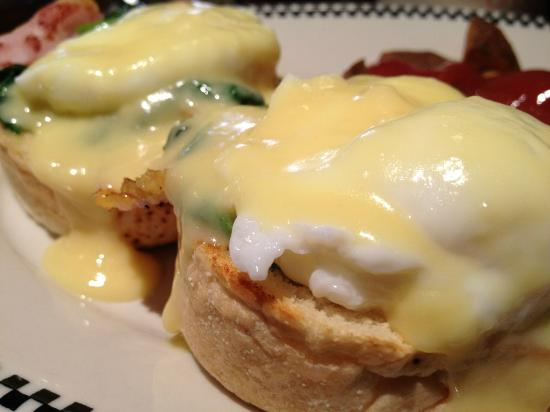 Urban Deli: Traditional Eggs Benny with Spinach added