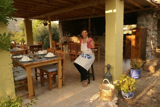 Sibel's Four Seasons Cafe & Restaurant: Sibel in Ihrem Restaurant