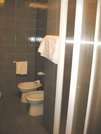 Hotel Giardino: Bathroom