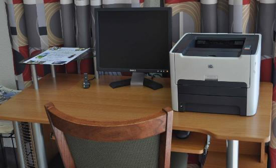 Camden Hotel & Conference Center: A PC for guest use.  Slow but allows one to check email, verify reseervations, etc.