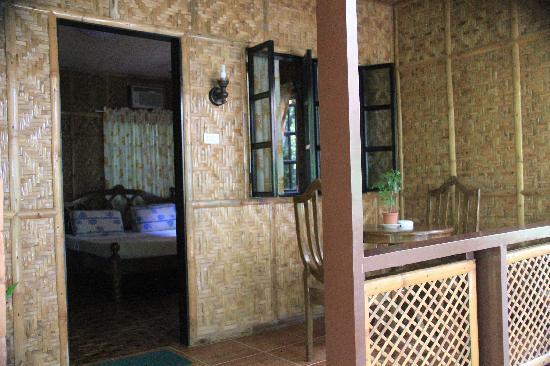 Oasis Resort: вход в номер