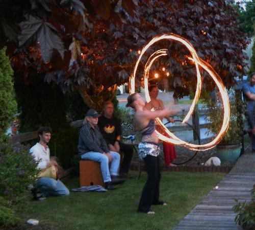 Deez Bar & Grill: FIRE dancers!!