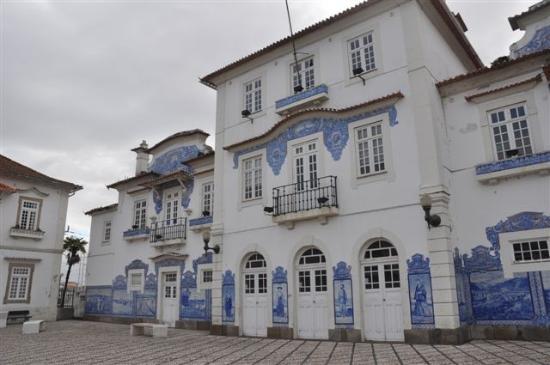 Aveiro Railway Station : ...der Bahnhof in Aveiro.....