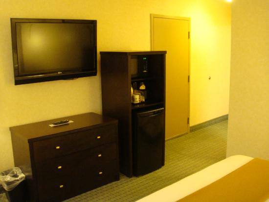 Holiday Inn Express Hotel Vancouver Metrotown: room