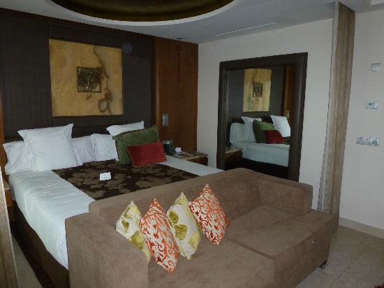 RedLevel at Gran Melia Palacio de Isora : Vue de notre chambre (le grand lit King Size)