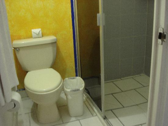 Hotel Acamar Acapulco: baño