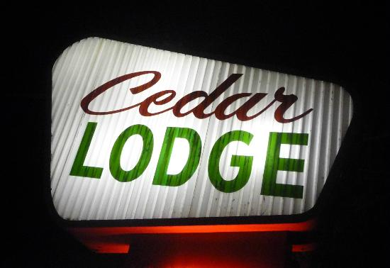 Cedar Lodge Motel: Here's your sign