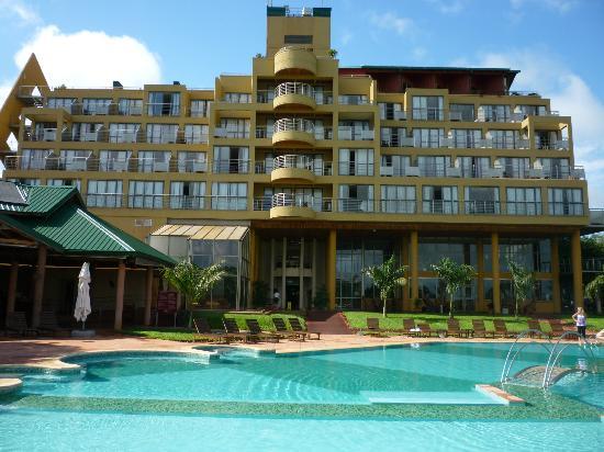 Amerian Portal del Iguazu: Hotel desde los jardines