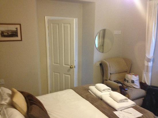 Deanfield Bed & Breakfast: Our Room and Ensuite