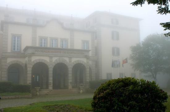 Pousada De Viana Do Castelo Charming Hotel : Fachada do Hotel em tempo enevoado