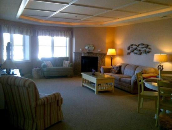 Peninsula Bay Resort Condominiums: Living Room plus attached Dining Room