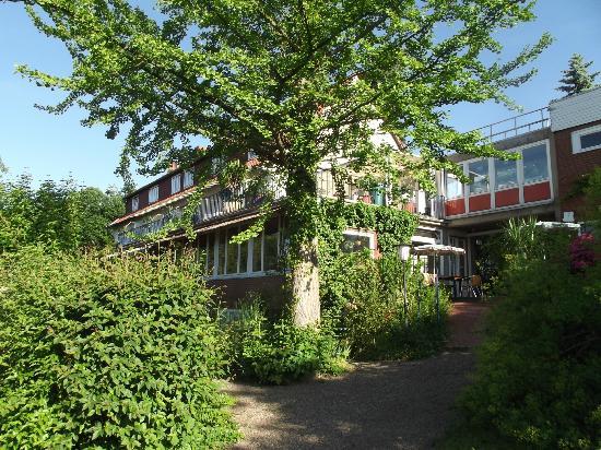Weserberghaus Hotel Garni: A bright May day at Weserberghaus