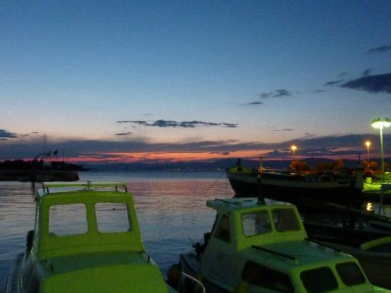 Hotel Villa Adriatica: Sunset at Supetar harbour