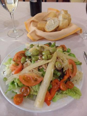 La Piqueta: Large starter salad