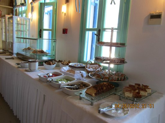 Poseidon Hotel - Suites: Breakfast buffet