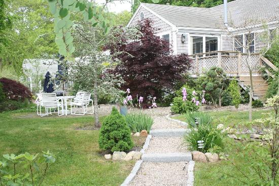 Pleasant Bay Village: Inner Yard